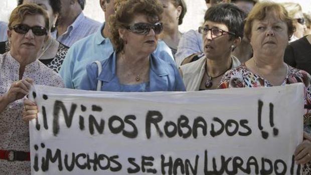 ¿Continúa el robo de bebés en España?